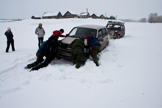 Шевроле Нива в снегу
