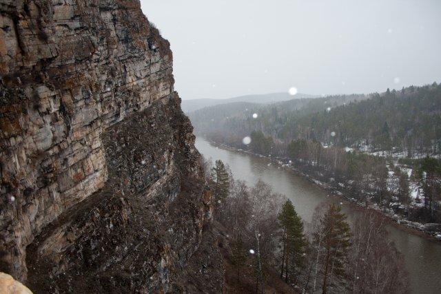 Вид на Юрюзань из пещеры Идрисовская