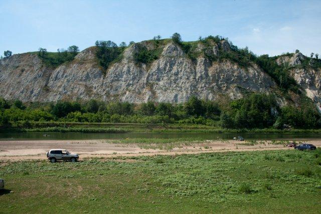 Скалы на реке Сим