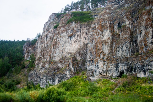 Скала Пещера
