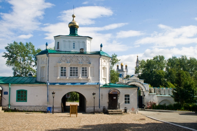 Надвратная Симеоно-Анненская церковь