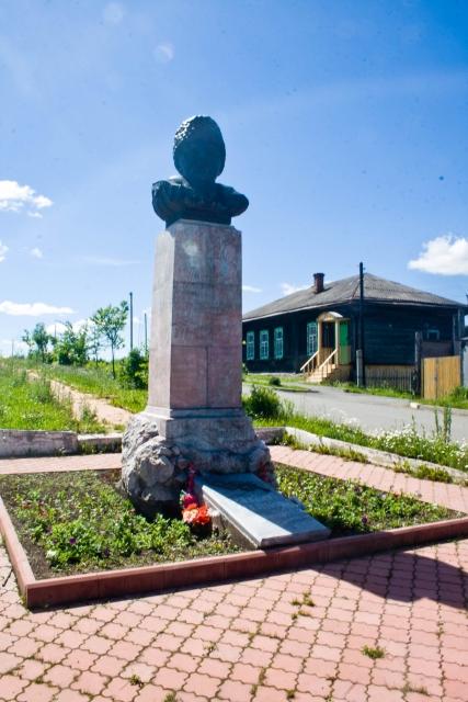 Висим памятник Мамин-Сибиряк