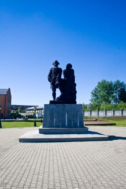 Памятник Петру I  и Никите Антуфьеву (Демидову)