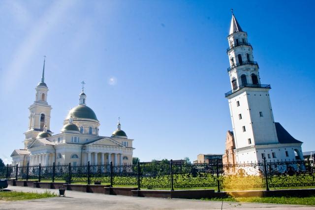 Невьянская наклонная башня и Спасо-Преображенский собор