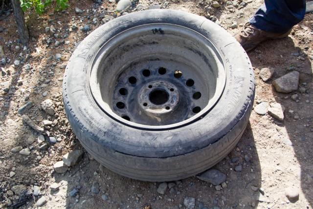 Порванное колесо трасса Колыма
