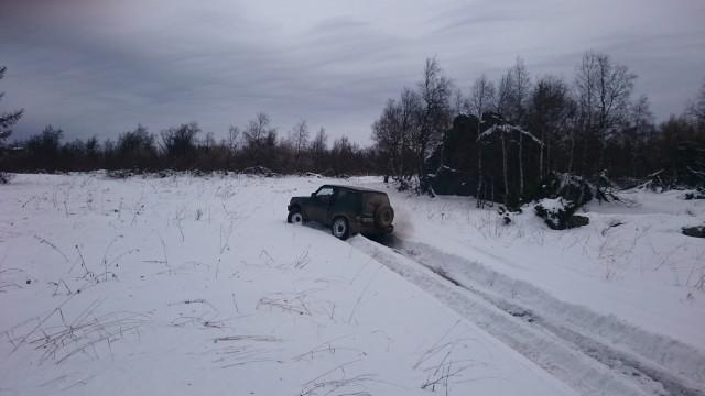 Паджеро пробивает снег