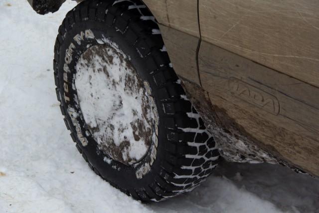 Забитые снегом колесные диски