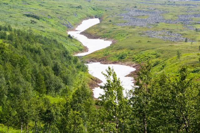 Снег в июле Северный Урал