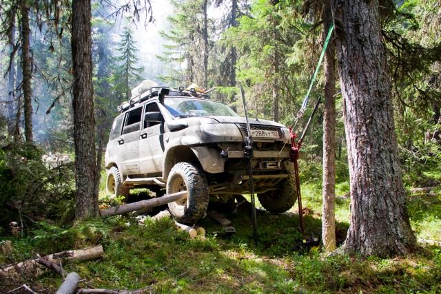 Ремонт УАЗ Патриот в лесу