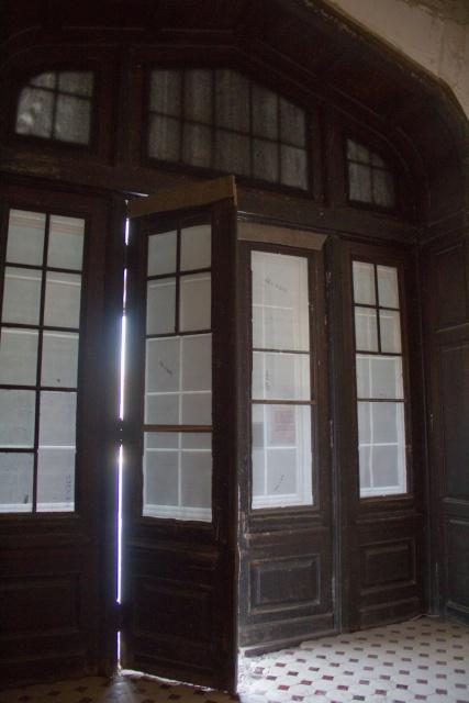Дубовые двери вход в Замок Ольденбургских