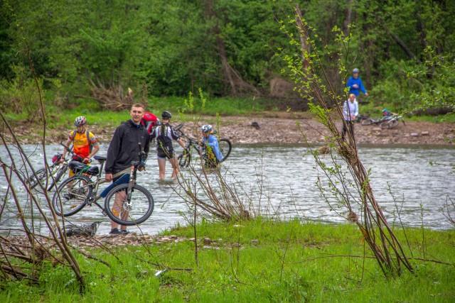 Велосепидисты едут на Куперлю