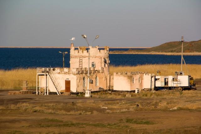Замок на озере Алаколь