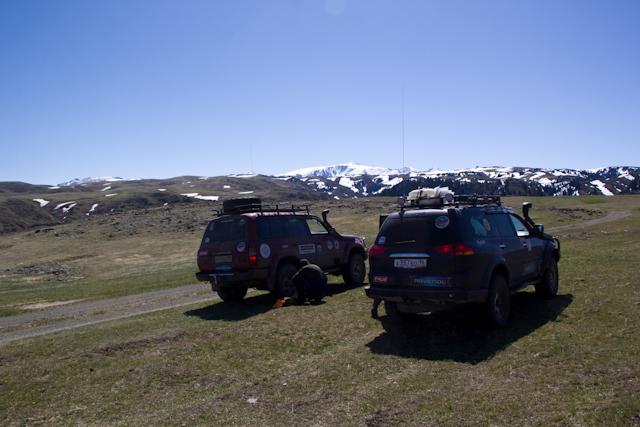 ТЛК80 и Pajero Sport едут на перевал Капальский извоз