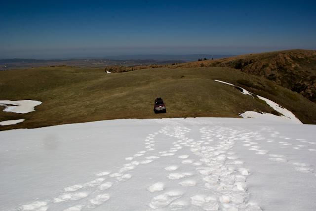 перед снежным препятствием