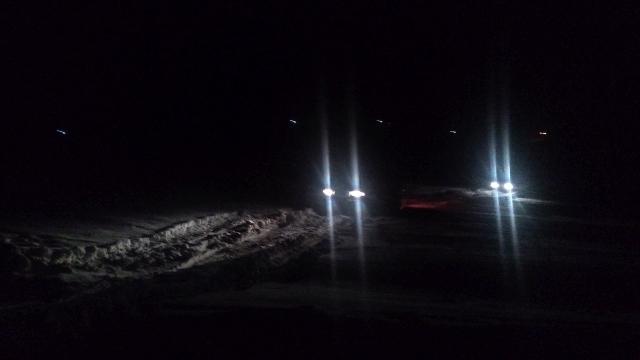 ТЛК80 и L200 едут по снегу