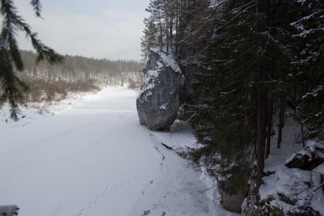 Скала Дыроватый камень Оленьи ручьи