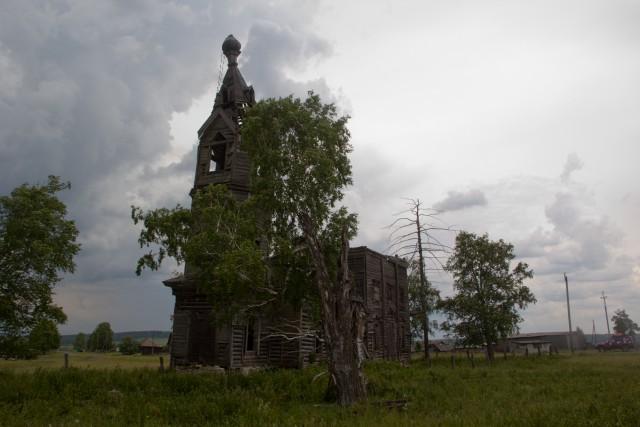 Заброшенная деревянная церковь в Салаватском районе